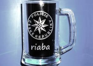 gravírovaný pohár s logom - darček pre policistu