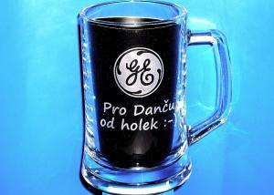 firemný pohár s logom firmy