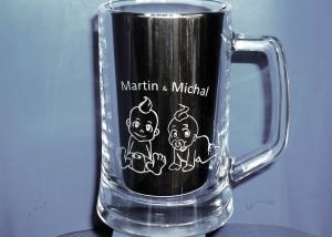 Pieskovaný pohár s menom dvojiček