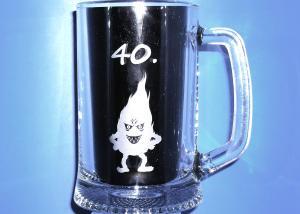 40 tke - darček na štyridsiatku - pohár so smädným pliamenkom
